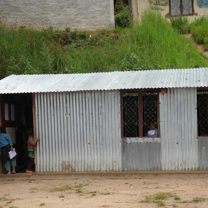 鐵皮屋裡的中小學