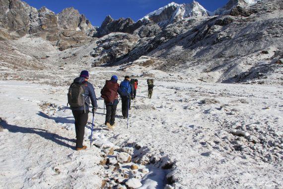 Way to Cho La Pass