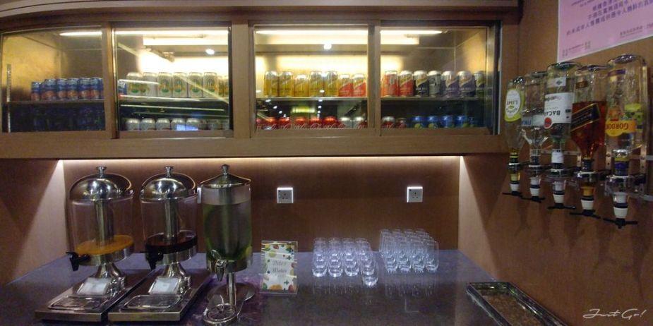 香港 - 環亞、遨堂、紫荊堂機場貴賓室休息睡覺、餐點服務比較01_