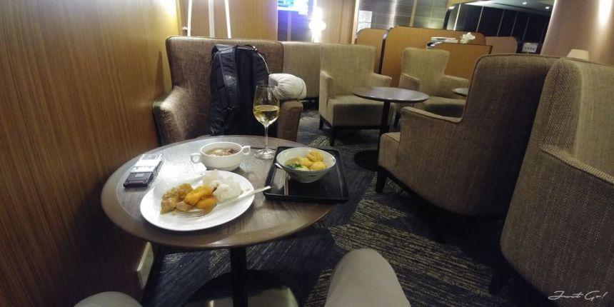 香港 - 環亞、遨堂、紫荊堂機場貴賓室休息睡覺、餐點服務比較04_