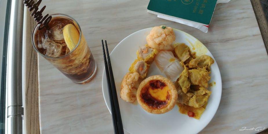 香港 - 環亞、遨堂、紫荊堂機場貴賓室休息睡覺、餐點服務比較17_