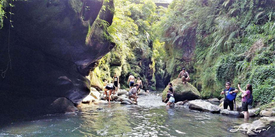 台灣 - 新北石碇必去景點·蚯蚓坑峽谷·夢幻美景-公車、溯溪、裝備11