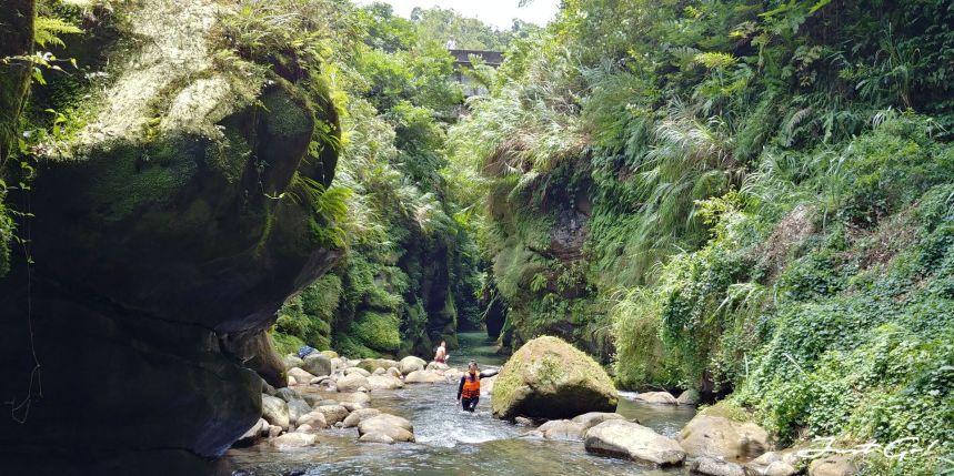台灣 - 新北石碇必去景點·蚯蚓坑峽谷·夢幻美景-公車、溯溪、裝備2