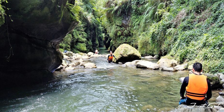 台灣 - 新北石碇必去景點·蚯蚓坑峽谷·夢幻美景-公車、溯溪、裝備4