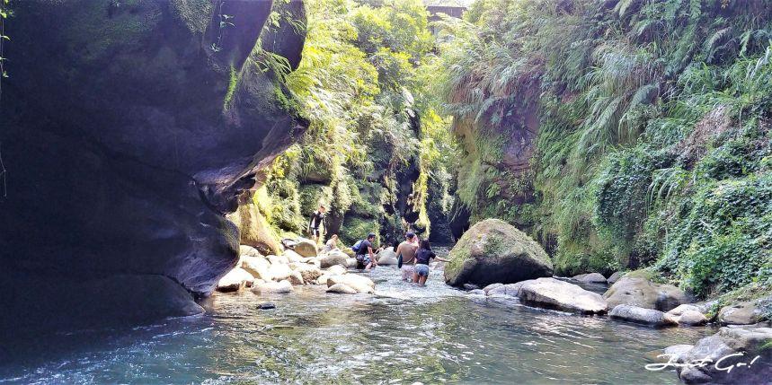 台灣 - 新北石碇必去景點·蚯蚓坑峽谷·夢幻美景-公車、溯溪、裝備9
